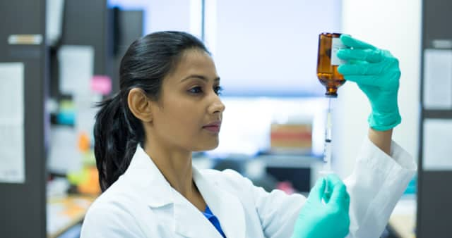 lady-working-in-lab